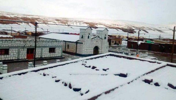 Catua, a 360 kilómetros de la capital, jujeña, estuvo cubierta de nieve en pleno verano<br>