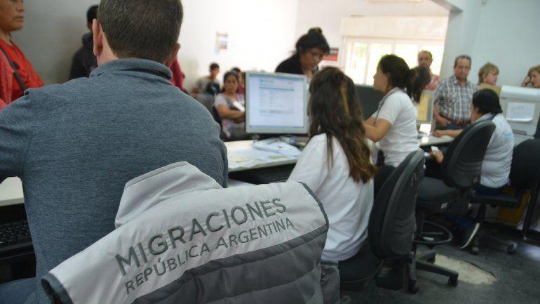 El Gobierno expulsó a una madre extranjera y la separó de sus dos hijos argentinos