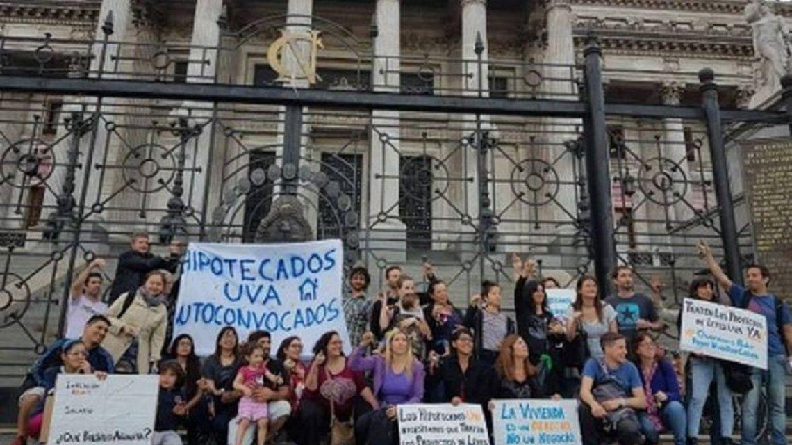Ante la falta de respuestas del Gobierno los hipotecados UVA volvieron a reclamar una solución a Macri