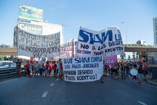 Trabajadores de Siam en Puente Pueyrredón - Crédito: Siam en Lucha