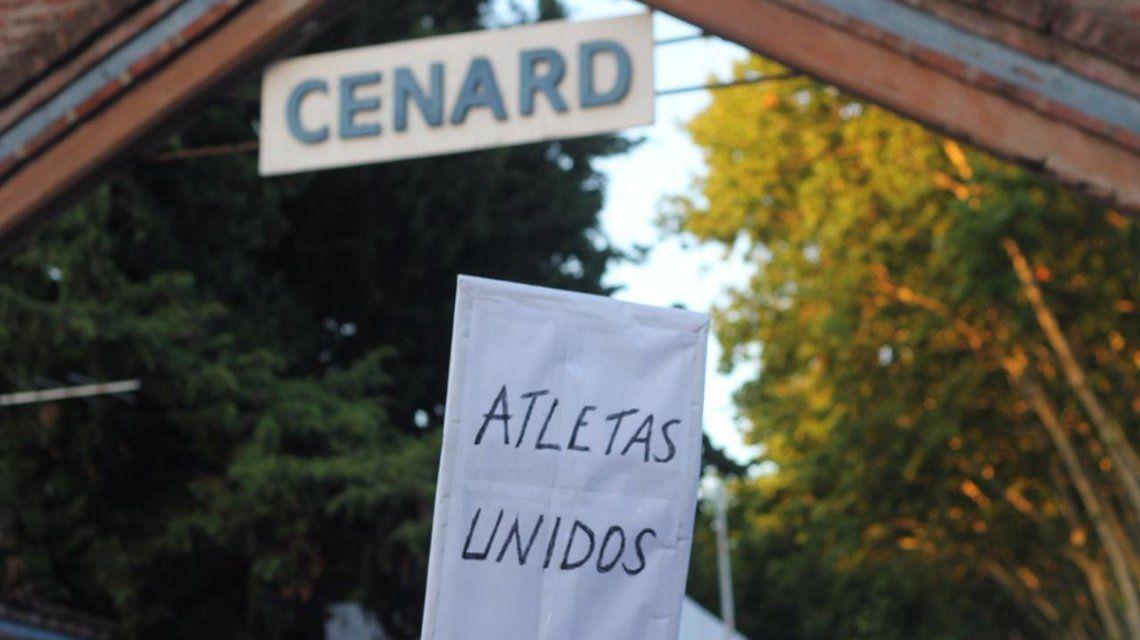 Masiva marcha contra la venta de las tierras del Cenard