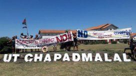 Protesta contra Macri en Chapadmalal