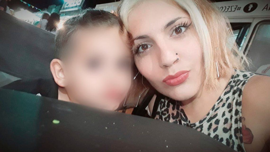 Femicidio en Ensenada: mató a una mujer de 25 años a puñaladas frente a su hijo