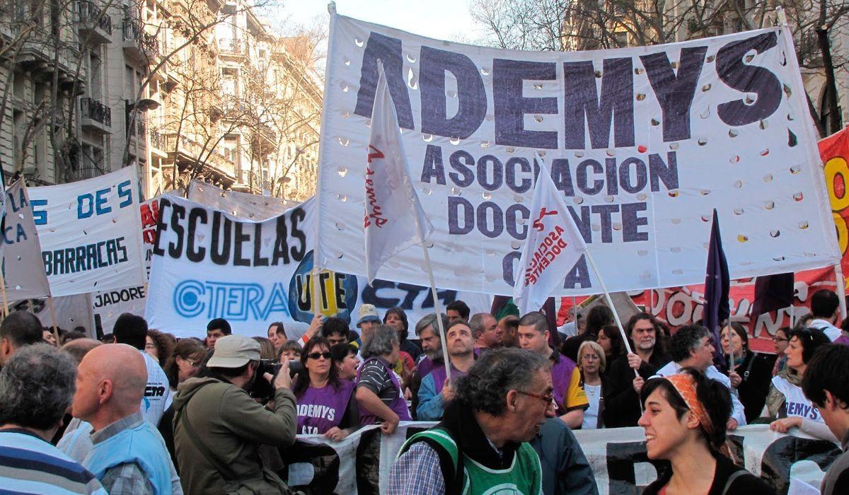 Tras la primera reunión con el Gobierno, los docentes porteños advirtieron que podrían parar el primer día de clases