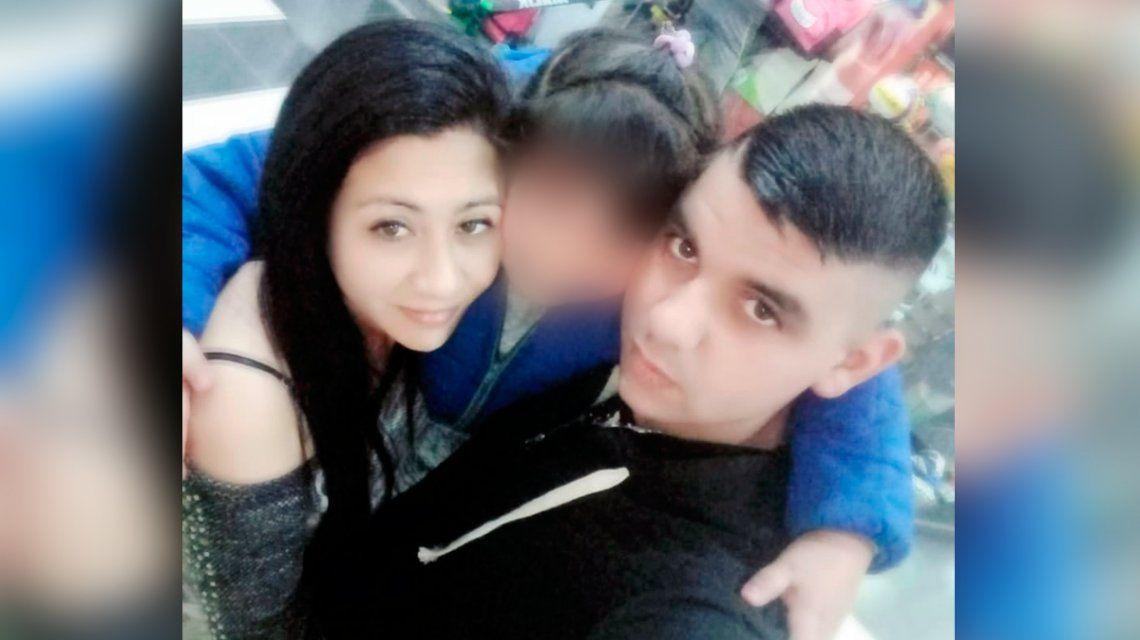 Apareció muerta y la familia no cree en el suicidio: el novio se fugó y horas más tarde se entregó