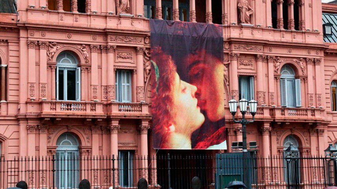 Romeo y Julieta en la Casa Rosada: polémica y la crítica al amor romántico