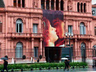 romeo y julieta en la casa rosada: polemica y la critica al amor romantico