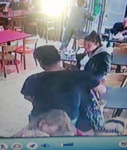 Agentes de seguridad privada lincharon a un carterista que fue filmado in fraganti