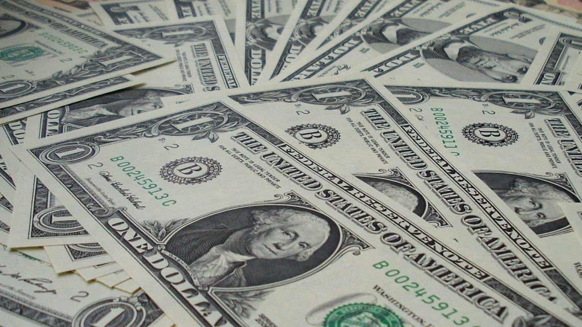 El Banco Central sacrificó U$S302 millones pero no pudo contener al dólar, que cerró 58,66 pesos