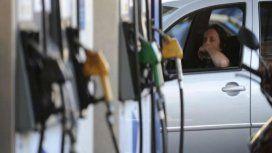 Mantener un auto chico cuesta la mitad de un salario promedio