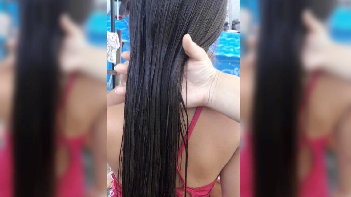 Tiene 8 años y se cortó el pelo por primera vez para donarlo a niñas con cáncer
