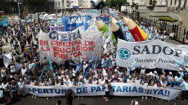 Los gremios docentes se reúnen con Finocchiaro y reclaman la convocatoria a la paritaria nacional