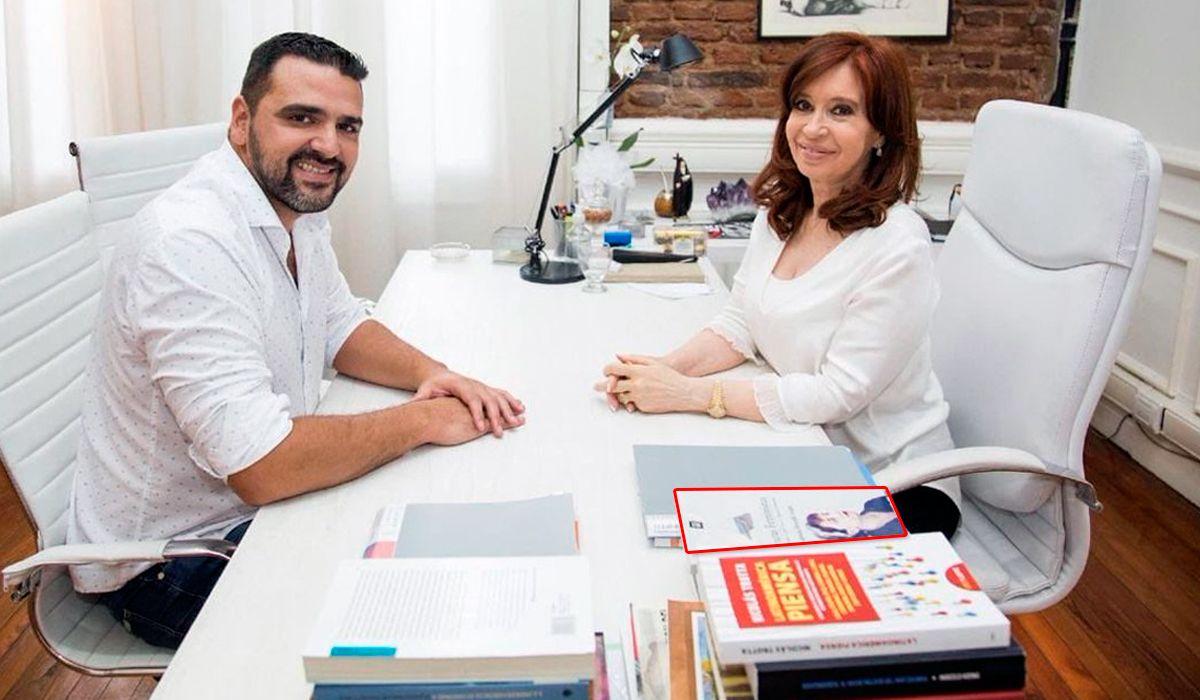 Lecturas Feministas: ¿de qué trata el libro que Cristina tiene sobre su escritorio?