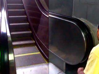 subte: cruce por un video donde activan una escalera despues de las quejas