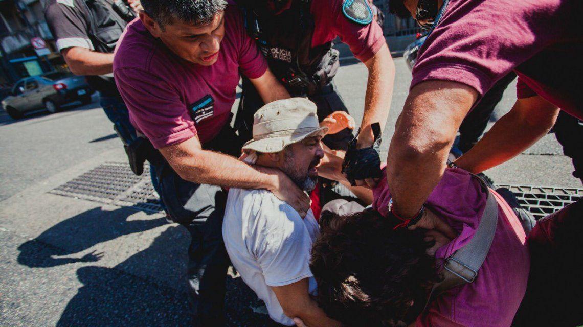 La prensa en la mira: la policía reprimió y detuvo a periodistas en el cuadernazo