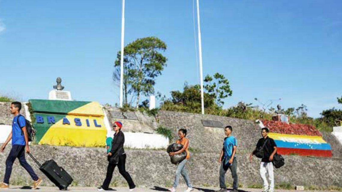 Maduro impide volar a Venezuela y cierra la frontera terrestre con Brasil