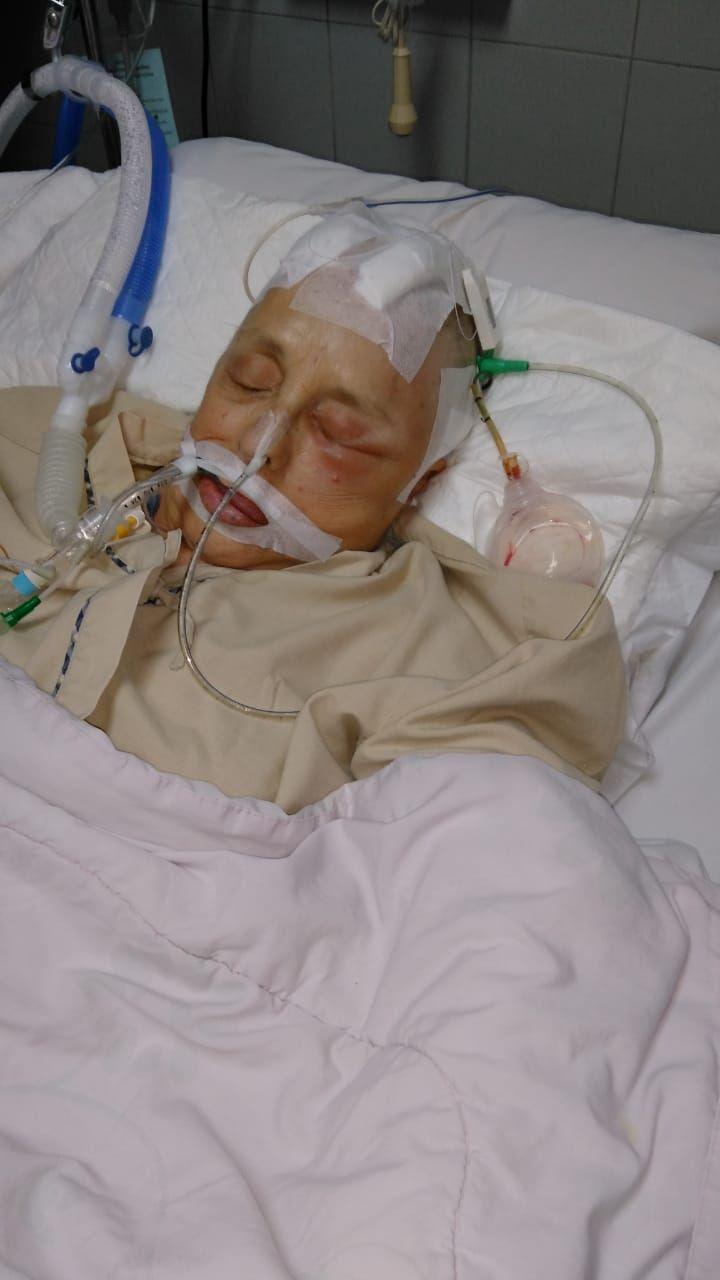 Una pareja de jubilados estaba de viaje en Tailandia, ella sufrió un derrame cerebral y ahora deben 70 mil dólares
