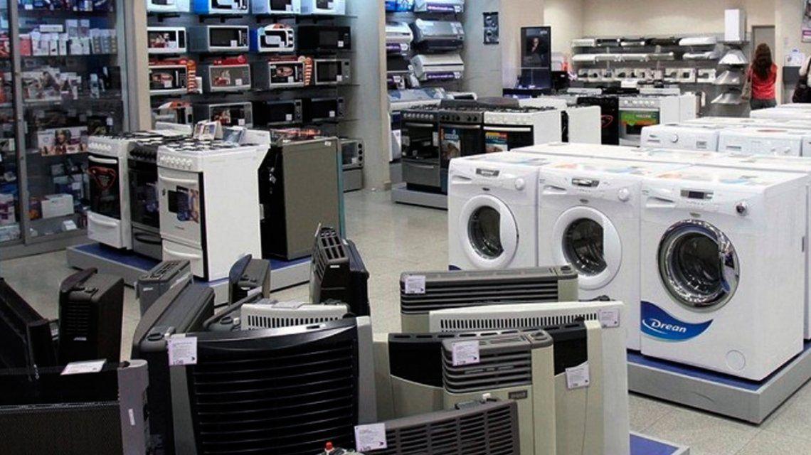 Una gran cadena de electrodomésticos comenzó a pagarle el sueldo en cuotas a sus empleados