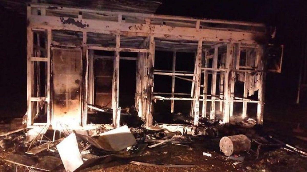 La Plata: quemaron una comisaría durante una protestar por un corte de luz en Ensenada