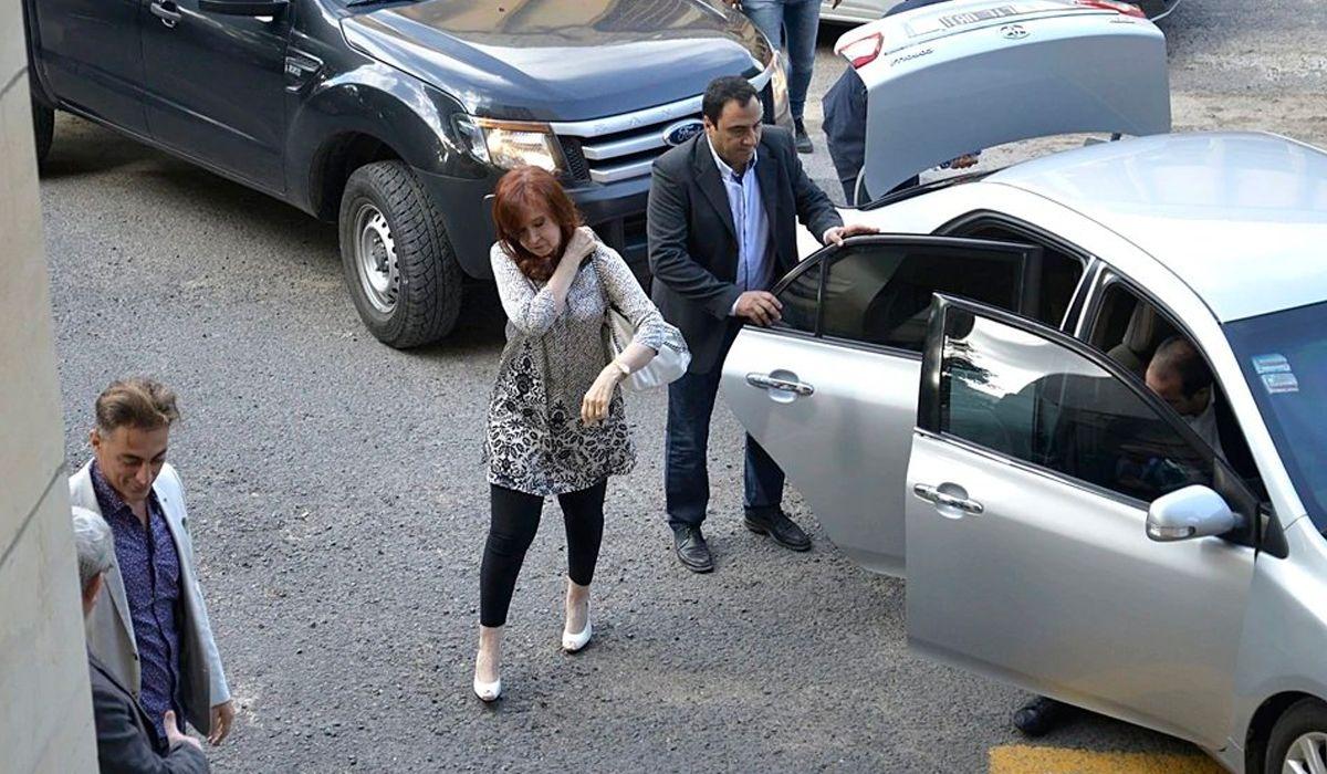 Comodoro Py: Cristina presentó un escrito por las 8 acusaciones en su contra