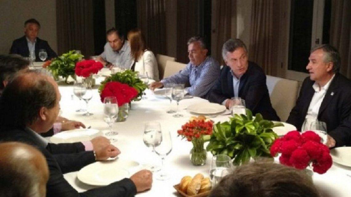 Macri cenó con los radicales para hablar de candidaturas