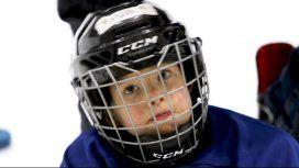 La tierna práctica de hockey sobre hielo de un nene de 4 años que se viralizó