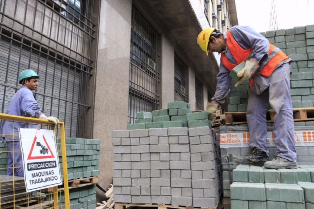 El Gobierno adelantó la suba del salario mínimo por la situación económica actual