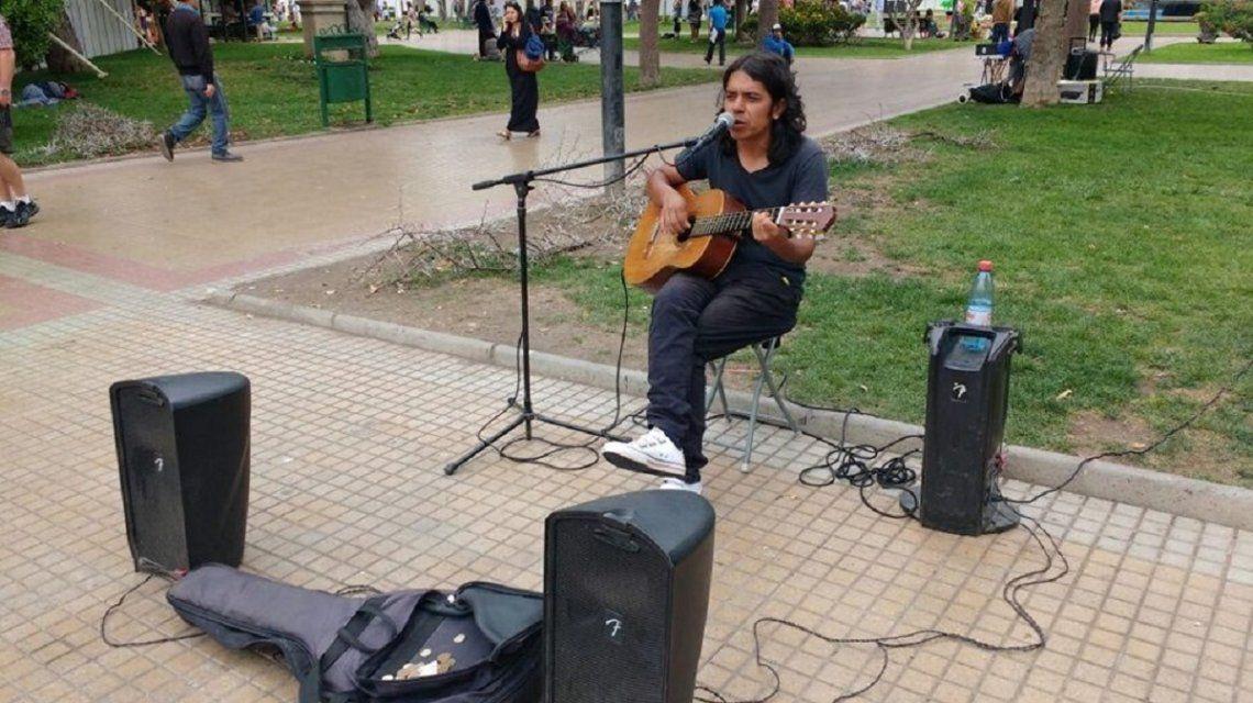 Cristian Gustavo Malbrán es un conocido artista callejero de San Juan