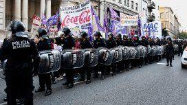 La policía reprimió a trabajadores de Coca Cola en Corrientes y Callao