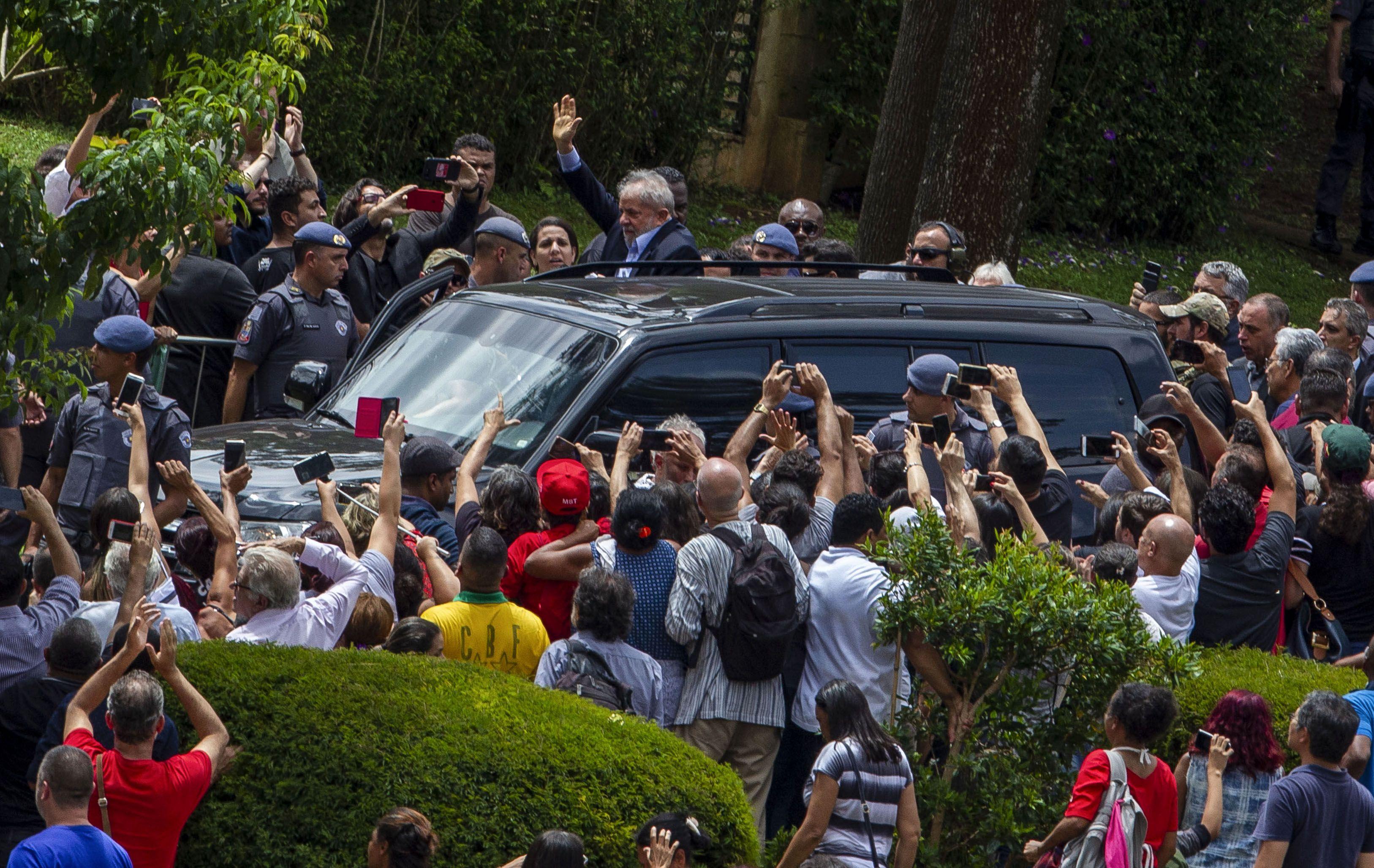 Lula Da Silva llegando al velatorio de su nieto