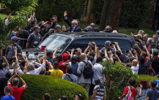 Lula Da Silva llegando al velatorio de su nieto<br>