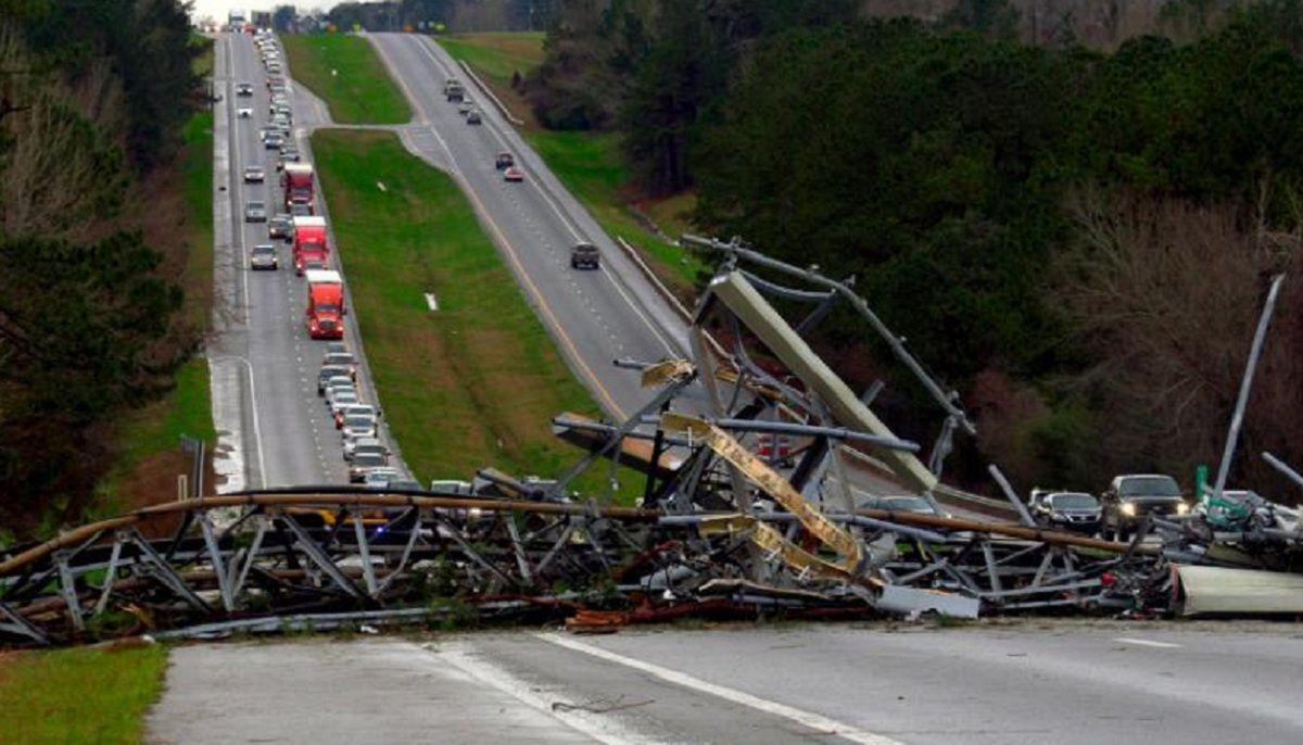 Alabama: un tornado dejó al menos 23 muertos