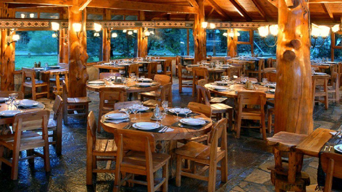 Un turista brasileño murió atragantado con un pedazo de pollo en un restaurante de Bariloche