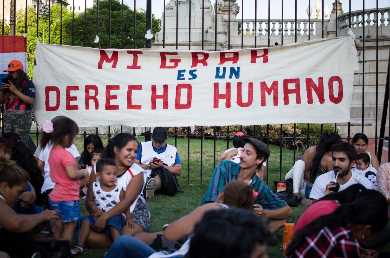 Ser mujer e inmigrante: los problemas que enfrenta la migración femenina en Argentina
