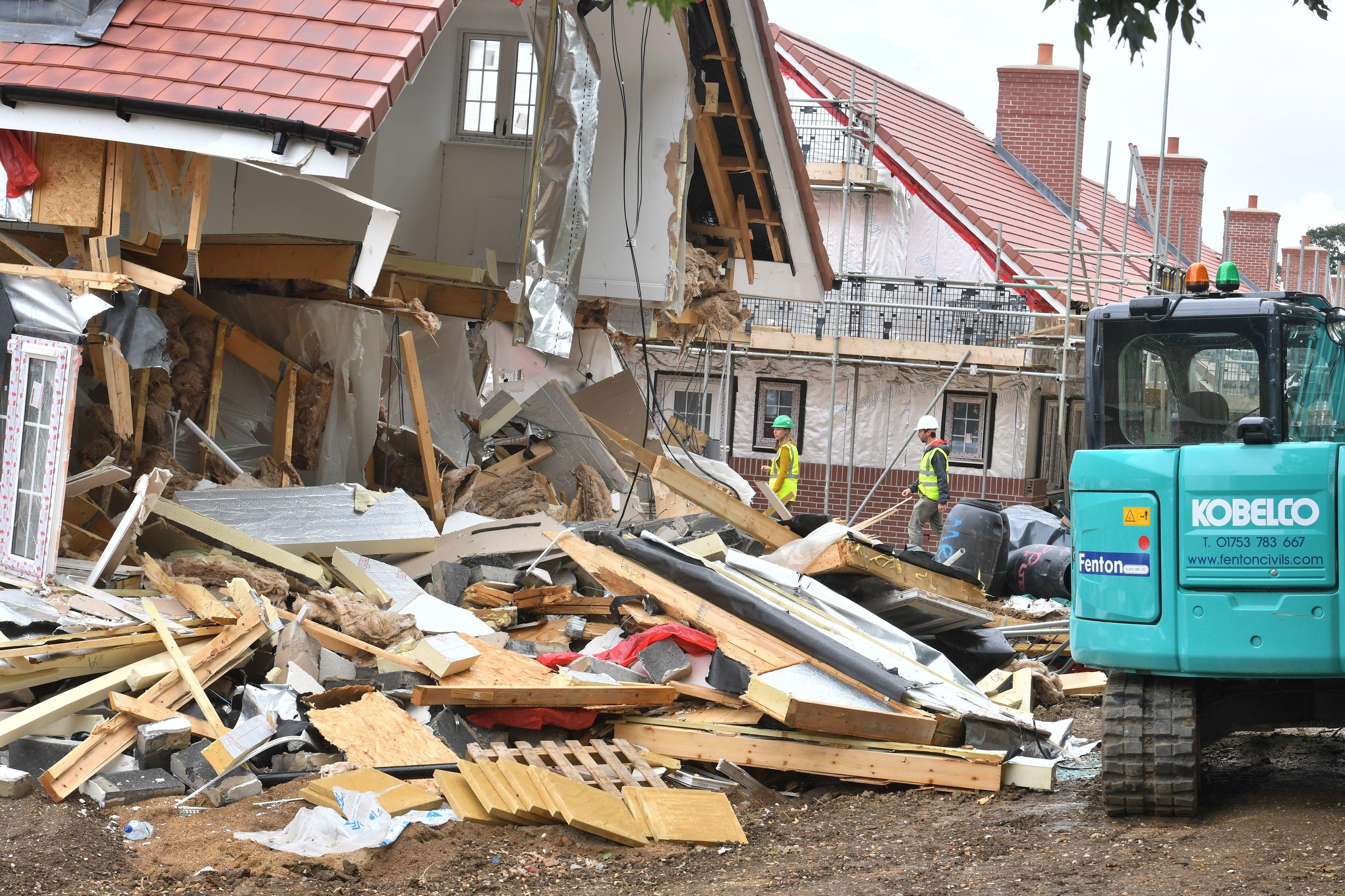 Daniel Neagu destrozó las viviendas que había construido