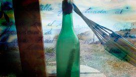 De película: encontró un mensaje en una botella en la playa escrito hace 44 años