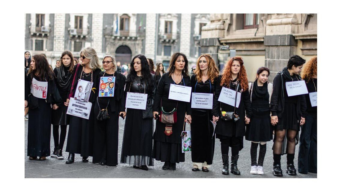La Piazza Duomo siciliana se colmó de mujeres