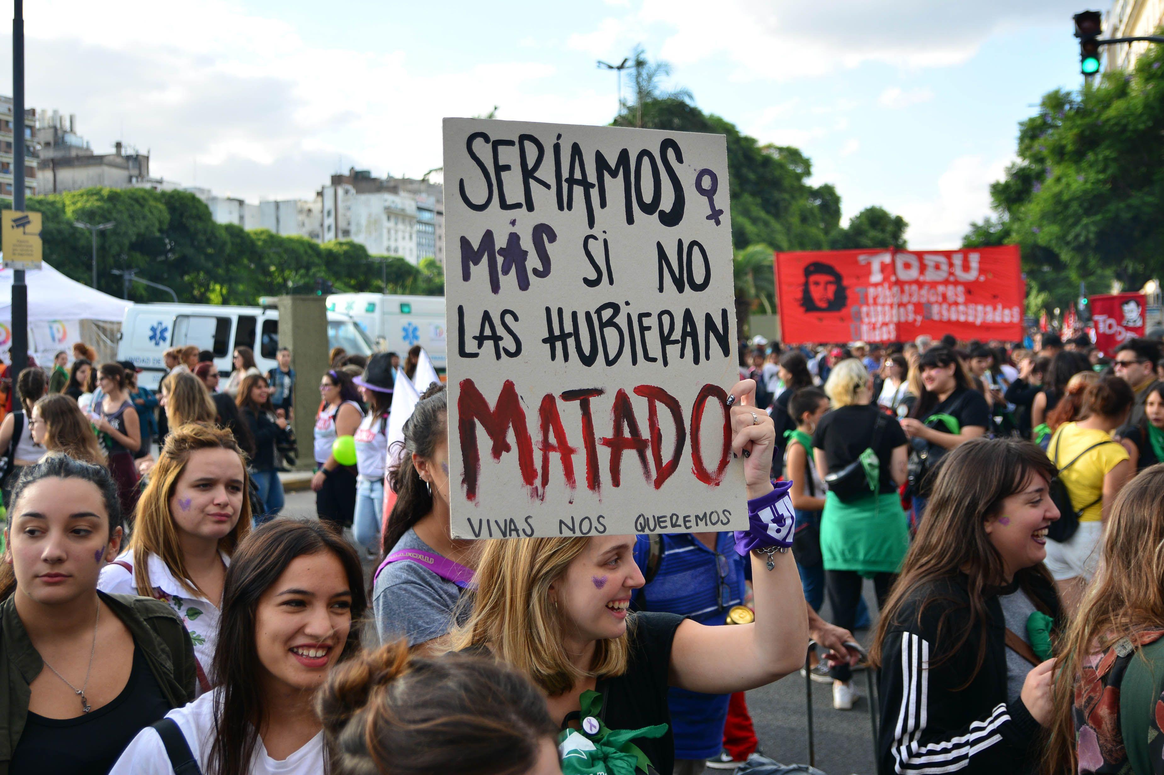 Masiva marcha a Plaza de Mayo por el Día Internacional de la Mujer