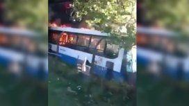 Al menos 15 colectivos se incendiaron en una terminal de Monte Grande