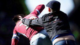Inglaterra: un hincha atacó a Jack Grealish en medio del clásico de Birmingham