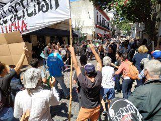 incidentes entre la policia y artesanos en san telmo: al menos 17 detenidos