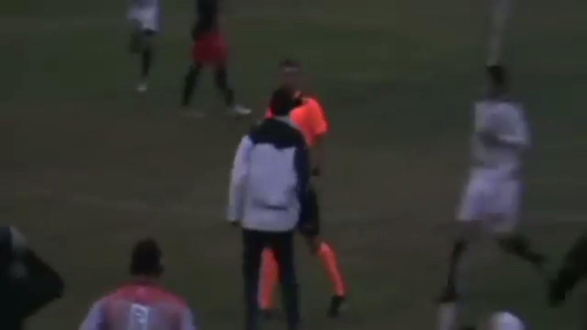 Penal y escándalo en el fútbol regional: un árbitro fue golpeado por todo un equipo