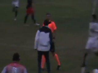 penal y escandalo en el futbol regional: un arbitro fue golpeado por todo un equipo