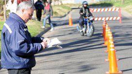 Sigue la polémica: no le renovarán el registro al motociclista con multas impagas
