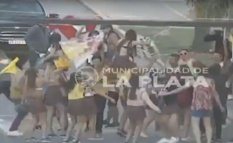Estaba alcoholizada e intentó atropellar a un grupo de jóvenes que festejaban su UPD