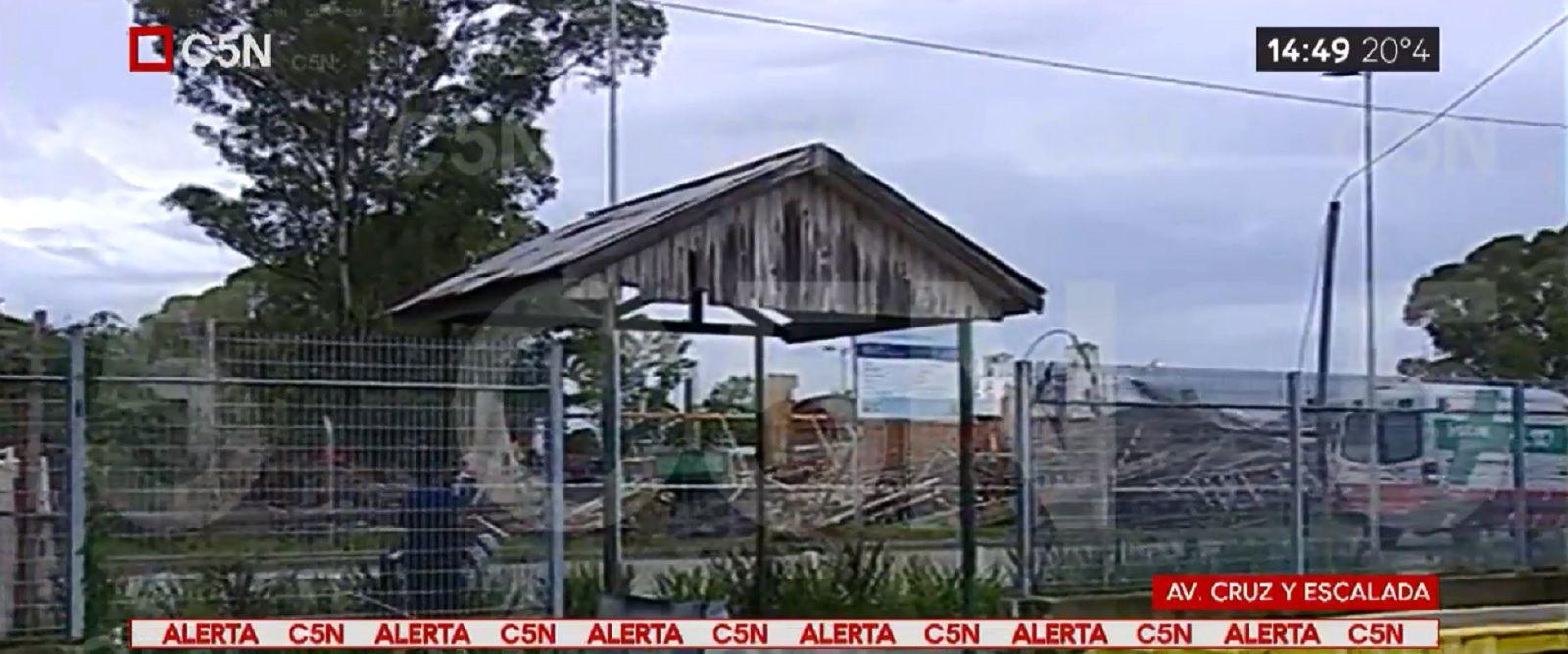 Se derrumbó una escuela en construcción en Villa Lugano: hay 6 heridos