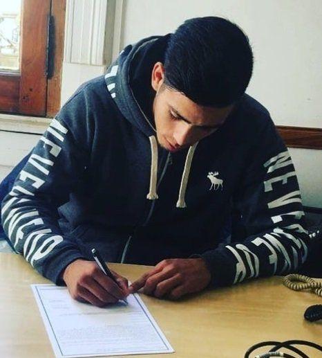 El defensor firmó su primer contrato profesional el año pasado (Instagram @andrees_zani)