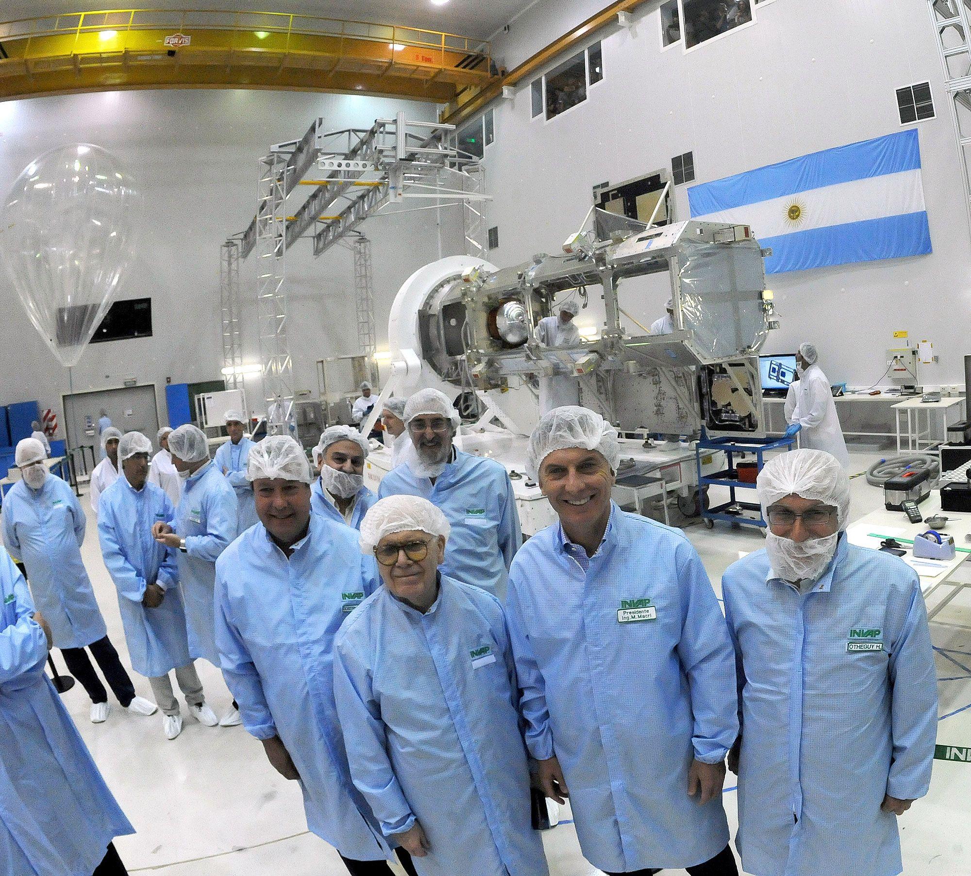 El presidente Mauricio Macri visitó la sede de la empresa de tecnología aplicada INVAP en la ciudad de San Carlos de Bariloche