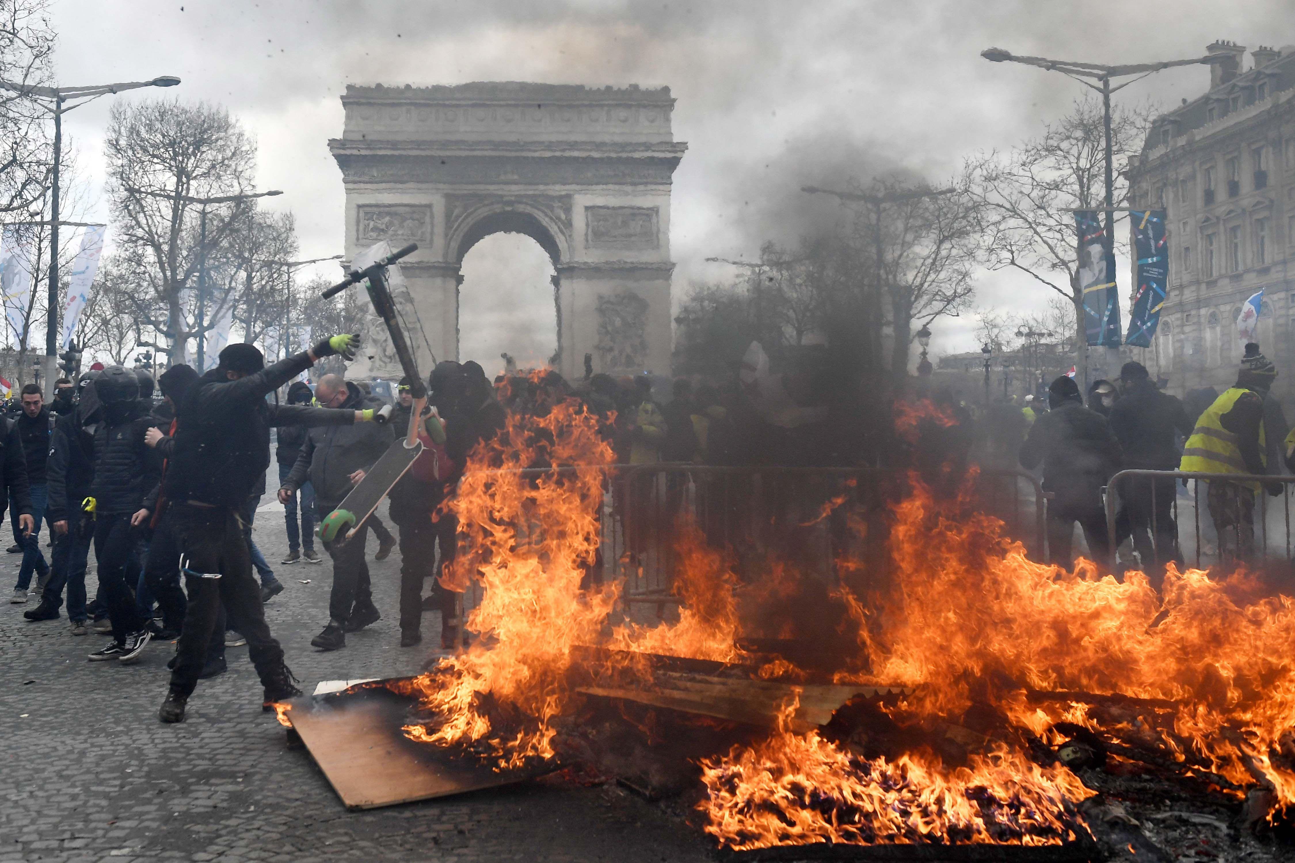 Chalecos amarillos en una de sus protestas más violentas