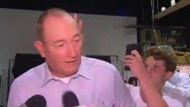 VIDEO: Le tiran un huevo en la cabeza a un senador que responsabilizó a los musulmanes por los atentados